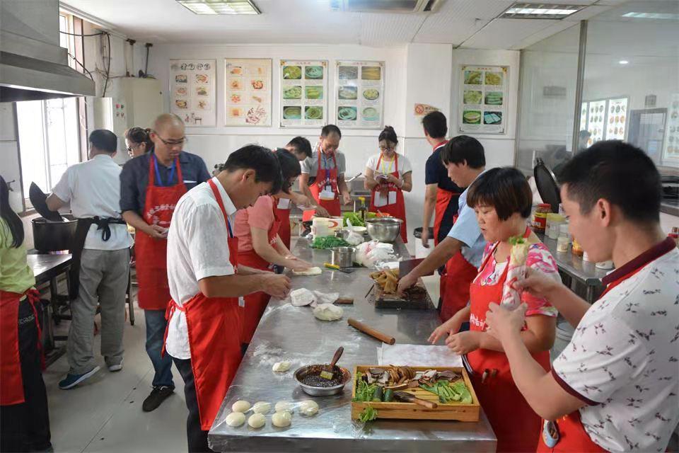 附近学做美食小吃的培训机构怎么找?
