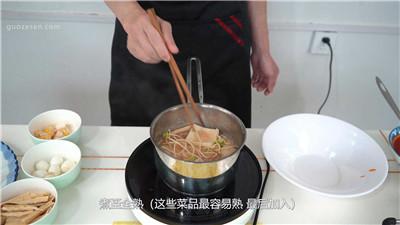 骨汤麻辣烫菜品的烫制