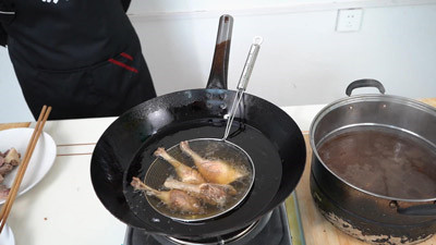 鸭肉的炸制方法
